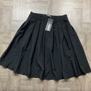 Zeago black skirt w/ pockets